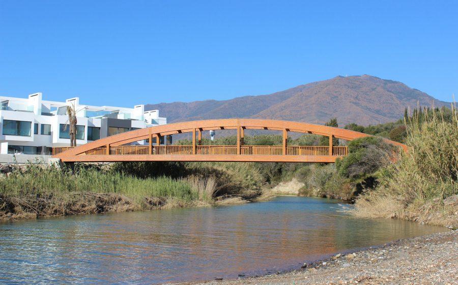 El puente más largo del corredor litoral, sobre el río Guadalobón.