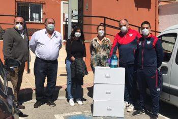 El CD Estepona dona más de 120 litros de gel desinfectante a la residencia de ancianos Virgen del Carmen y a Bienestar Social