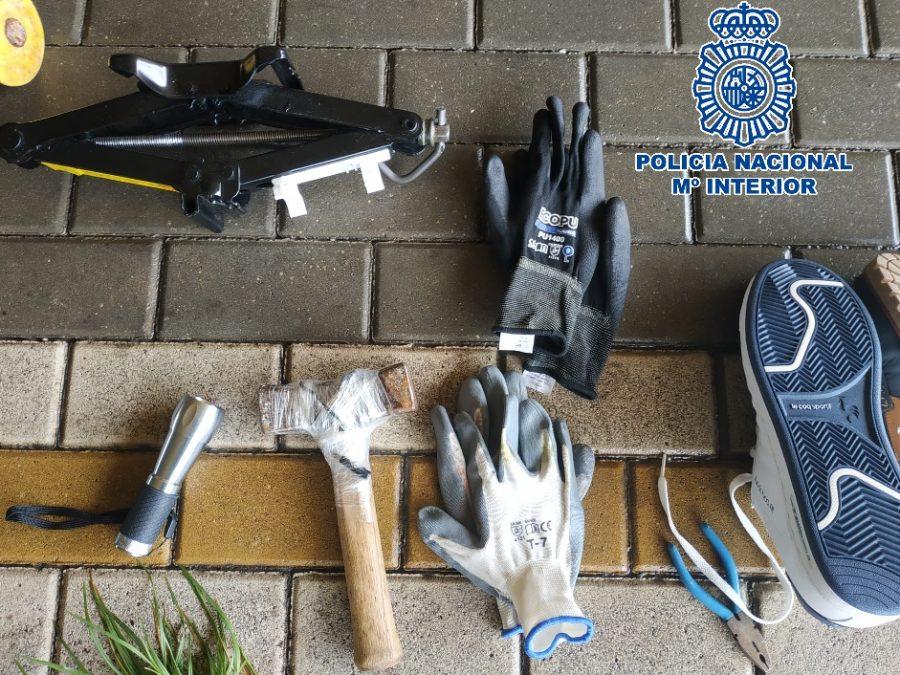 Material presuntamente utilizado por los detenidos para perpetrar los robos.
