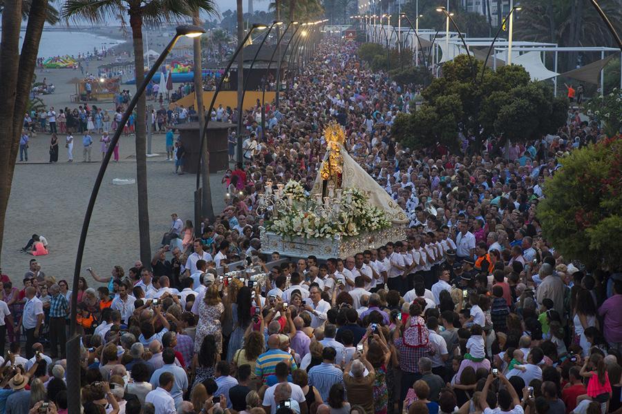 Procesión de la Virgen del Carmen Coronada en Estepona.