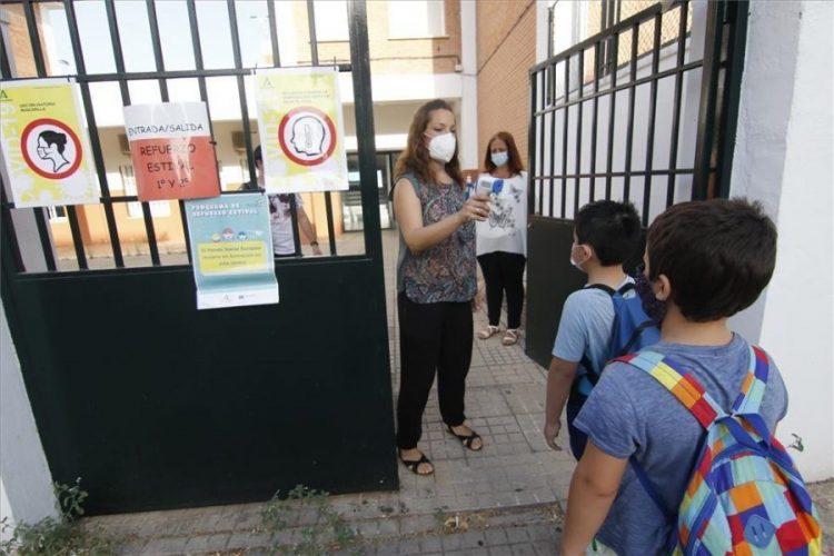 Casares exige recursos a favor de la escuela pública por parte de la Junta en la vuelta al cole en septiembre