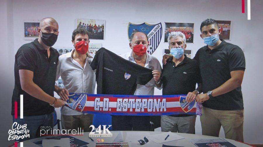 Responsables del CD Estepona junto al nuevo patrocinador, Grupo Primarelli.
