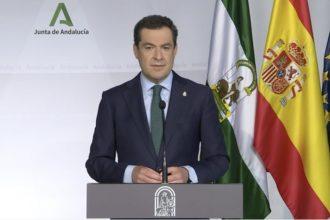 Juanma Moreno durante la comparecencia.