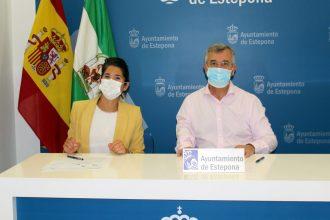 La Alianza Francesa y el Ayuntamiento de Estepona firman convenio.