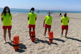 Socorristas en las playas de Casares.