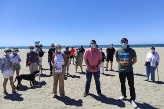 Recogida de firmas por parte de Unidas Podemos para evitar la construcción de un club de playa en El Cable.