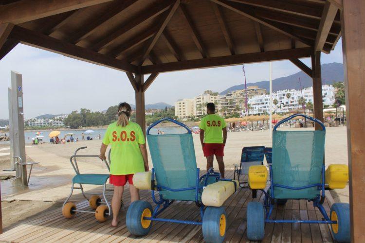 Estepona activa desde hoy el servicio de socorrismo y salvamento en las playas