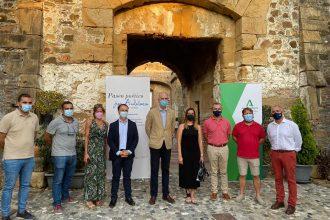 Inaugurada la exposición 'Paseo Poético por Andalucía. Imagen y Verso' en el Castillo