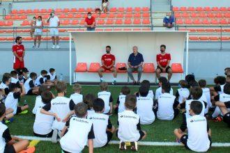 Vicente del Bosque visita su Campus de Verano en Estepona.