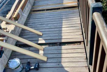 Casares repara las duelas de la pasarela del Puerto de la Cruz