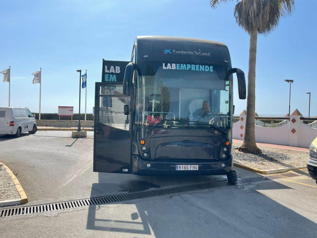 Bus 'LABEMPRENDE', in Casares Costa.