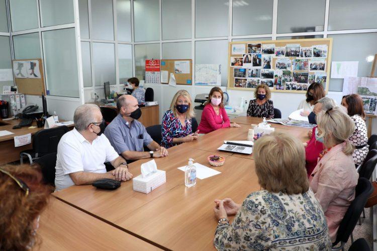 Reunión de la alcaldesa con Cáritas de Divina Pastora, en Marbella.