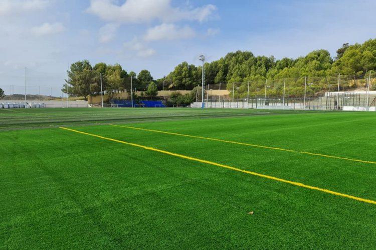 Nuevo césped del campo de fútbol de Las Viñas de Manilva.